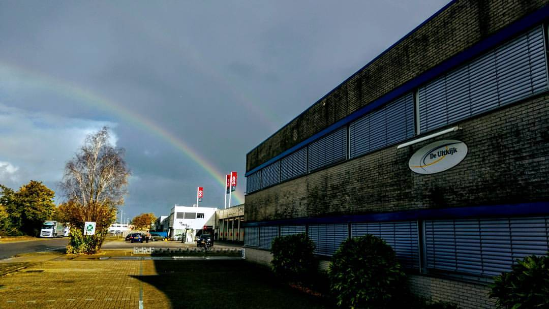 Foto van Parousia Zoetermeer en een regenboog